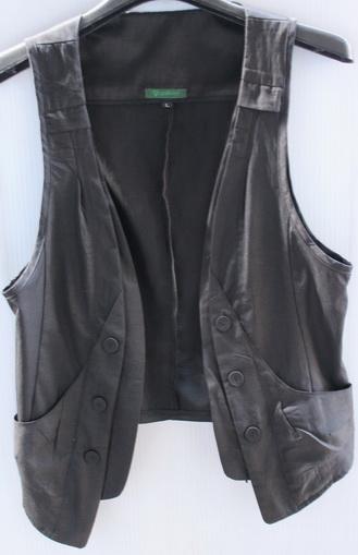 รอบอก 33  เสื้อผ้าผู้หญิง เสื้อกั๊กแฟชั่น เสื้อกั๊ก สีดำ