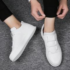 รองเท้าผู้ชาย ผู้หญิง ราคาถูก รองเท้าแฟชั่น รองเท้าผ้าใบ เท่ๆ มี สีขาว สีแดง สีดำ มี เบอร์ 39-44