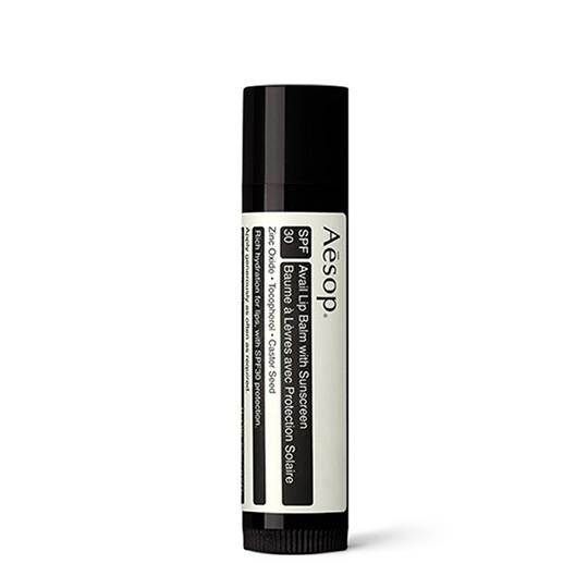 **พร้อมส่ง**Aesop Protective Lip Balm SPF30 5.5 g. ลิปบาล์มในรูปแบบแท่ง บำรุงริมฝีปากสูตรเข้มข้น มอบสัมผัสนุ่มเนียน แข็งแรง ชุ่มชื่น ช่วยปกป้องเรียวปากจากรังสียูวีเอและยูวีบี เพื่อถนอมผิวบริเวณที่บอบบางที่สุดจากแสงแดด ฟื้นบำรุงเรียวปากที่แห้งแตกให้กลับเนี