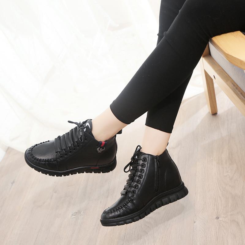 รองเท้าผู้หญิง ราคาถูก รองเท้าผ้าใบ รองเท้าแฟชั่น มี สีแดง สีน้ำตาล สีดำ มี ไซร์ 35-40