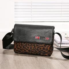 กระเป๋าผู้ชาย ราคาถูก กระเป๋าสะพายข้าง กระเป๋าถือ เท่ๆ มี สีลายเสือดาว สีลายพราง