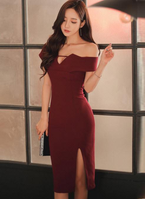 พรีออเดอร์ เดรสเปิดไหล่ เดรสราตรี ทรงเข้ารูป ใส่ออกงานได้ สไตลเกาหลีสวย ๆ สี แดงเข้ม