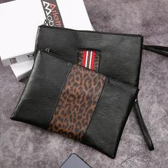 กระเป๋าผู้ชาย ราคาถูก กระเป๋าสะพาย กระเป๋าถือ กระเป๋าคลัทซ์ เท่ๆ มี สีดำลาย สีดำคาดแดง