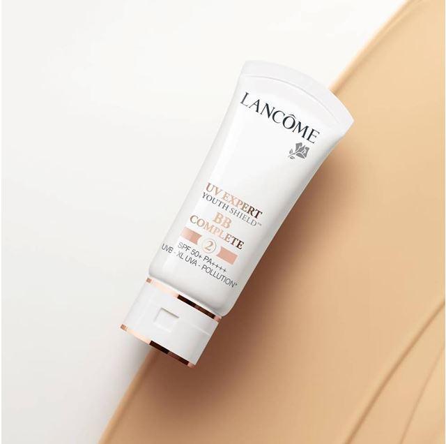 **พร้อมส่ง**Lancome UV Expert Youth Shield BB Complete 2 SPF 50+ PA++++ 30 ml. ครีมกันแดด BB สำหรับผิวเหลือง สูตรปรับปรุงใหม่ ปรับสีผิวกระจ่างใส ปรับสีผิวให้สม่ำเสมอ อำพรางจุดด่างดำ ให้ผิวเปล่งประกาย ความกระจ่างใส เพียงไม่กี่วินาที ให้ผลลัพทธ์เหมือนการปกป