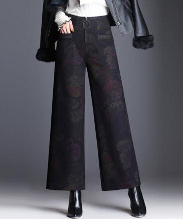 พรีออเดอร์ กางเกงขายาว ทรงขาลานลายดอก แต่งซิบหน้าออกแบบหรูหรา ไม่เหมือนใคร สี ตามภาพ