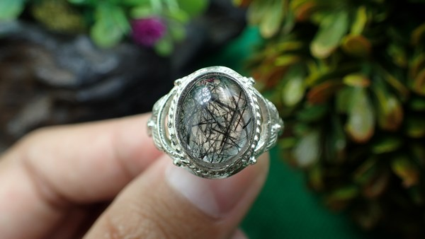 แหวนเงิน แก้วขนเหล็ก   (ตัวเรือนเงินแท้ 92.5%) เบอร์  52