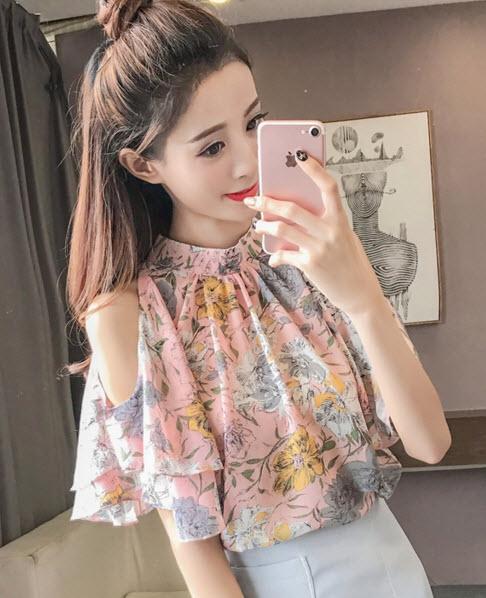 พรีออเดอร์ เสื้อแฟชั่นสวย ๆ เสื้อชีฟอง เปิดไหล่ เสื้อลายดอก แต่งกระดุมหลัง สี ชมพูและเหลือง