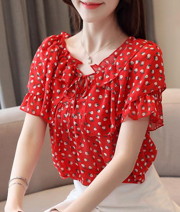 พรีออเดอร์ เสื้อแฟชั่น แขนสั้น ลายดอกสีแดงสดมาก สไตลเกาหลี สม็อคที่คอ แต่งสไตลเก๋ แบบไม่ซ้ำใคร สีแดงสด