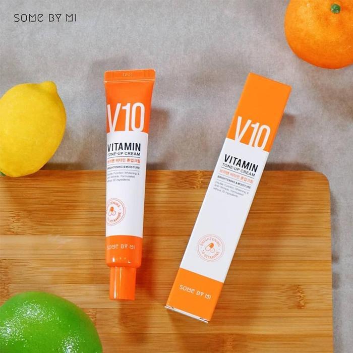 *พร้อมส่ง*SOME BY MI V10 Vitamin Tone-Up Cream 50 ml. ครีมวิตามินซีสูตรเข้มข้นจากผลไม้ถึง 700,000ppm มีปริมาณวิตามินสูงกว่ามะนาวถึง 20 เท่า ปรับผิวขาว สว่างกระจ่างใสมากขึ้น มอบความชุ่มชื้น ช่วยทำให้ผิวที่เหนื่อยล้ากลับมาแข็งแรงขึ้นอีกครั้ง