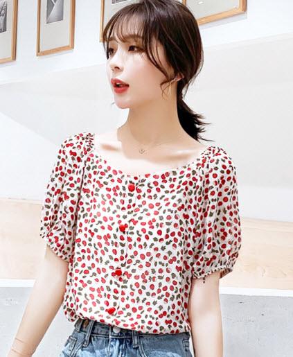 พรีออเดอร์ เสื้อแฟชั่นสวย ๆ สไตลเกาหลี ลายดอก กระดุมสีแดง สดใส ใส่เที่ยวหรือทำงานได้ สี แดง สด