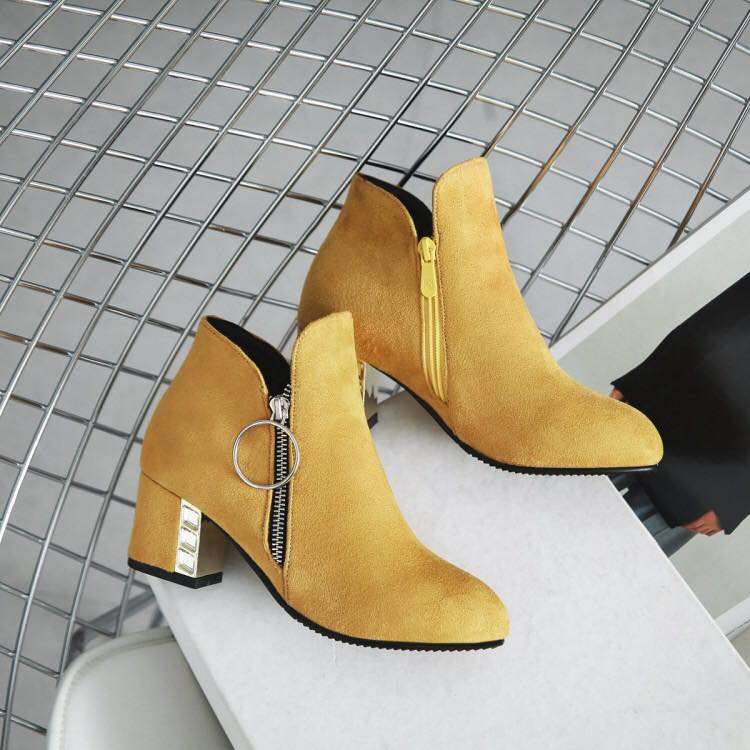 พร้อมส่ง - รองเท้าบูทสีเหลือง ไซส์ 42