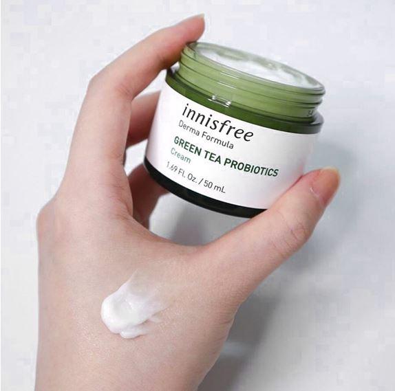 **พร้อมส่ง**Innisfree Green Tea Probiotics Cream 50 ml. ครีมบำรุงที่มีส่วนผสมของชาเขียว+แบคทีเรีย Probiotics ที่มีชีวิต ทำให้ผิวยืดหยุ่นและแข็งแรงมากขึ้น ช่วยลดรอยแดง ลดผดผื่นจากการระคายเคือง ช่วยให้ใบหน้าเรียบเนียน นุ่มเด้ง