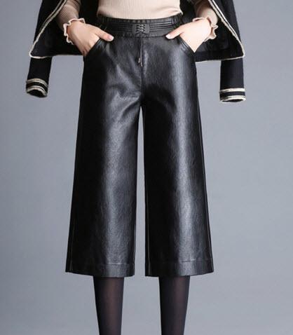 พร้อมส่ง กางเกงหนัง ขายาว ห้าส่วน ด้านหลังสม็อก แต่งกระเป๋าหน้า ใส่กันหนาวต่างประเทศได้ สี ดำ ผ้าหนัง
