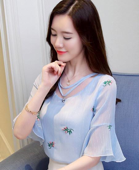 พรีออเดอร์ เสื้อลายดอก แฟชั่นเกาหลี เสื้อแขนห้าส่วน ผ้าชีฟอง เนื้อดี สี ฟ้า ใส่ทำงานได้