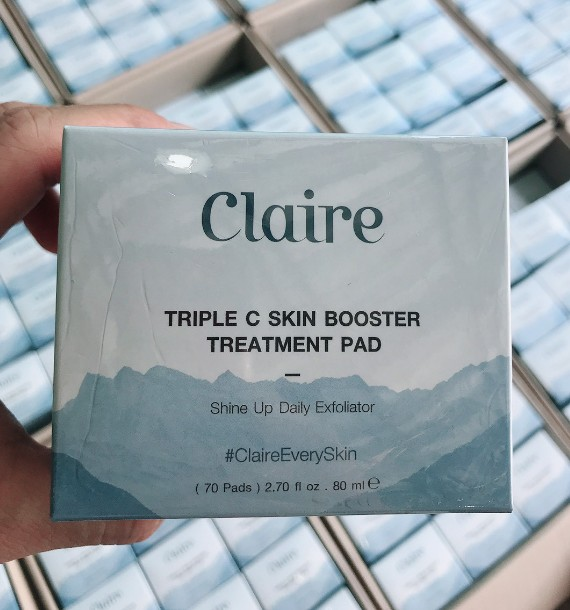 Claire Triple C Skin Booster แบบกระปุก 70 แผ่น แผ่นสำลีพิเศษ ผลัดเซลล์ผิว พร้อมบำรุงผิวหน้าให้ขาวกระจ่างใส ช่วยขจัดเซลล์ผิวที่ตายแล้วออก พร้อมชุบสารบำรุงที่อุดมไปด้วยวิตามินซี 3 ชนิด
