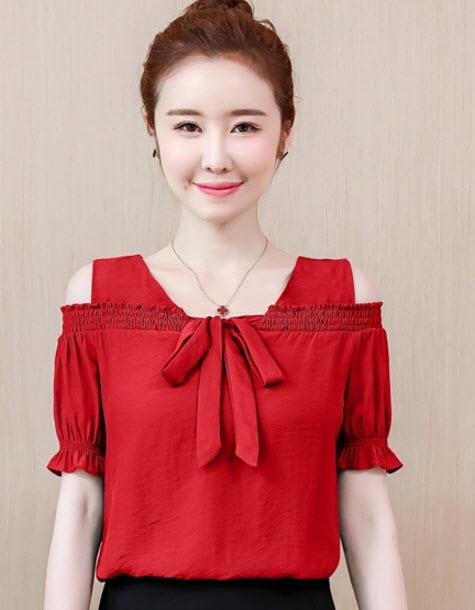 พรีออเดอร์ เสื้อผ้าแฟชั่น แขนสั้น เปิดไหล่สวย ๆ เสื้อ สไตลเกาหลี สี ขาว เขียว และแดงเข้ม