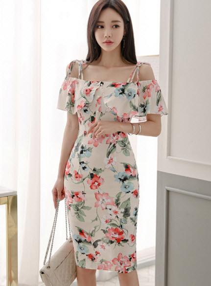 พรีออเดอร์ เดรสลายดอก เดรส แฟชั่นเกาหลี เปิดไหล่ เดรสราตรี ใส่ไปงาน หรือใส่ออกงาน เรียบหรู สี ครีม ตามภาพ