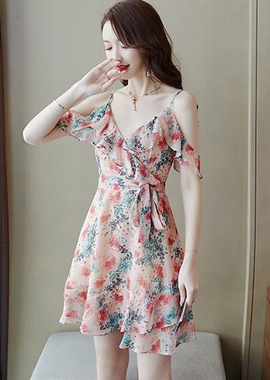 พรีออเดอร์ เดรสสั้น เดรสลายดอก ผ้าชีฟอง สายเดี่ยว เปิดไหล่  สวย ๆ แฟชั่นเกาหลี เดรสสั้น สี ครีม ตามภาพ