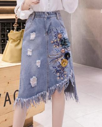 พรีออเดอร์ กระโปรงสั้น กระโปรงยีนส์สวย ๆ แฟชั่นเกาหลี เสื้อผ้าแฟชั่น ปักดอกไม้ใหญ่ สุดเก๋ สี ยีนส์