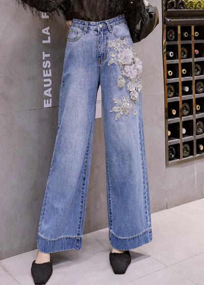 พรีออเดอร์ กางเกงขาบาน ปักดอกไม้สีขาว กางเกงยีนส์แฟชั่นเกาหลี เสื้อผ้าแฟชั่น สี ยีนส์อ่อน
