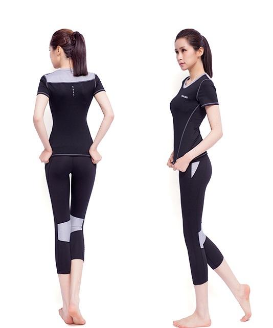 **2ชิ้น  size L สีดำ-เทา ชุดออกกำลังกาย/โยคะ/ฟิตเนส เสื้อแขนสั้น+กางเกงสี่ส่วน
