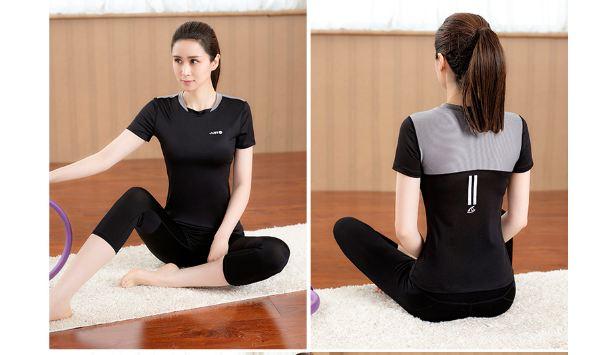 **2 ชิ้น size M/L/XL  สีดำ ชุดออกกำลังกาย/โยคะ/ฟิตเนส เสื้อแขนสั้น+กางเกงขาส่วน