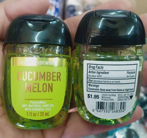 **พร้อมส่ง**Bath & Body Works Cucumber Melon PocketBac Sanitizing Hand Gel 29 ml. เจลล้างมือขนาดพกพาแบบไม่ต้องใช้น้ำ สูตรแอนตี้แบคทีเรีย ฆ่าแบคทีเรียได้ 99.9% กลิ่นนี้จะหอมออกแตงกว่าผสมเมลอนค่ะเป็นกลิ่นแนวสดชื่น หอมอ่อนๆ ใช้ได้ทั้งชายและหญิง