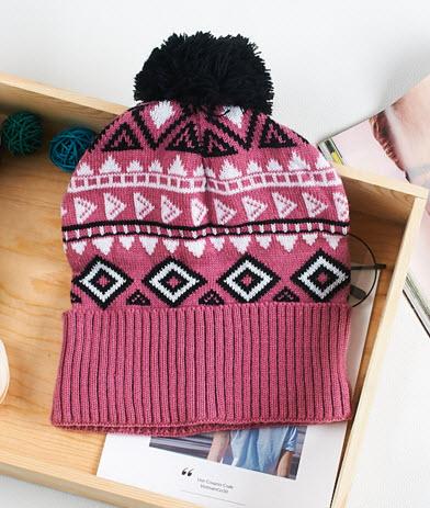 พร้อมส่ง หมวกไหมพรมขนมิ้ง กันหนาวใส่ไปต่างประเทศ หรือใส่ในไทยได้ ผ้าเนื้อดี สี ชมพู ลายวินเทจ