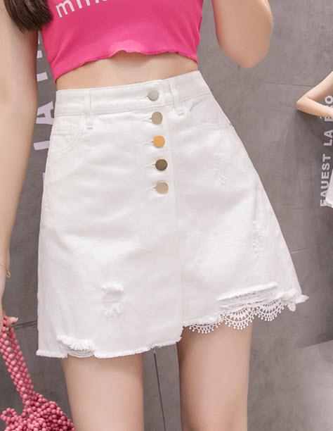 พรีออเดอร์ กระโปรงสั้น กระโปรงแฟชั่น ผ้ายีนส์ฟอกสีขาว แต่งกระดุมหน้า เสื้อผ้าเกาหลี สวย ๆ กระโปรงขาว