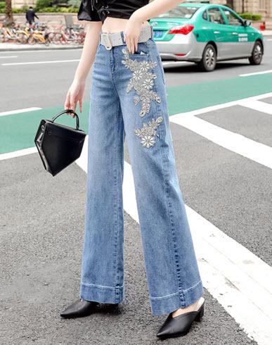 พรีออเดอร์ กางเกงขายาว กางเกงขาบาน ลายดอกไม้ ผ้าเนื้อดี เสื้อผ้าแฟชั่นเกาหลี สี ยีนส์ซีด ปักลายดอกไม้ สียีนส์