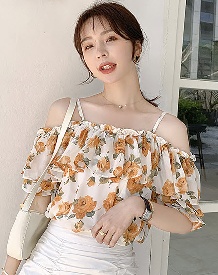 พรีออเดอร์ เสื้อแฟชั่น แขนสั้น สายเดี่ยว ลายดอกไม้ เสื้อผ้า เกาหลี สวย ๆ ชีฟอง ปาดเไหล่ เปิดไหล่ สี เหลือง แดง ดำ