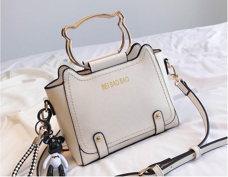 พร้อมส่ง กระเป๋าสะพายข้าง bei bao bao แท้ มีหูถือด้วยนะคะ งานสวยคุ้มราคามาก สีขาว