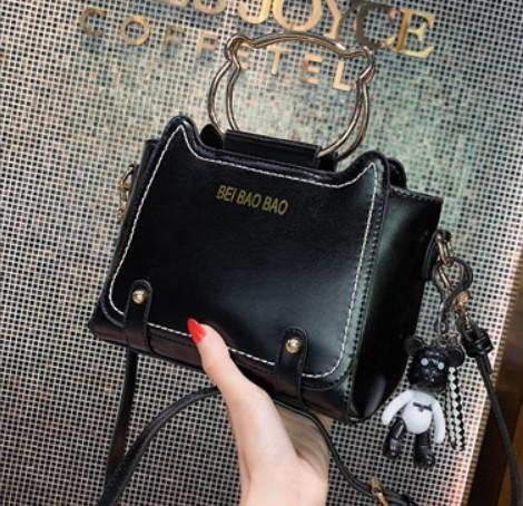 พร้อมส่ง กระเป๋าสะพายข้าง bei bao bao แท้ มีหูถือด้วยนะคะ งานสวยคุ้มราคามาก สีดำ
