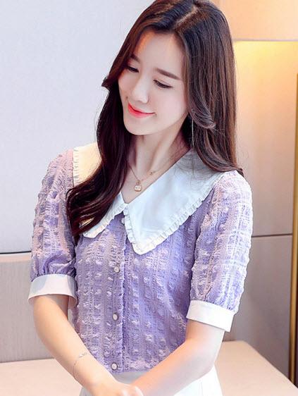 พรีออเดอร์ เสื้อแฟชั่น คอปก ระบายที่ปก แต่งกระดุมหน้า ชุดทำงานผู้หญิงสวย ๆ สไตลเกาหลี น่ารัก สี ม่วงพาสเทล และครีม