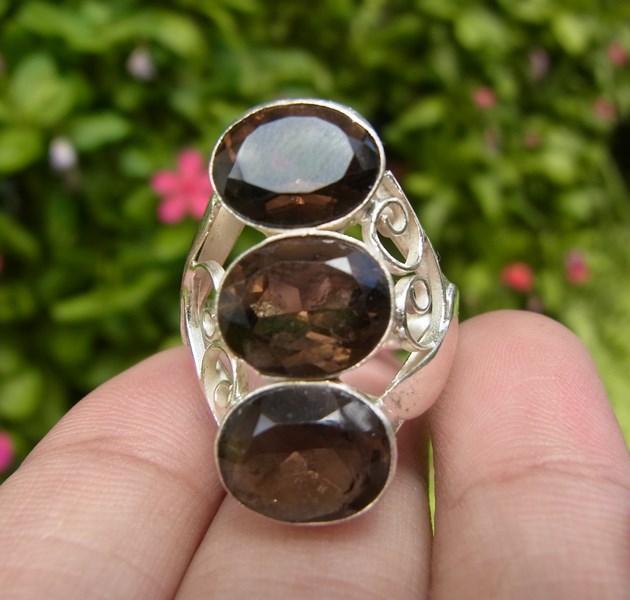 แหวนสโมกกี้ควอตซ์เจียรเหลี่ยม เบอร์ 62 ตัวเรือนเงินแท้ 92.5