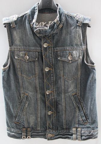 รอบอก 37  เสื้อผ้าผู้ชาย D-Day jeans ยีนส์ เสื้อกั๊กยีนส์ ฟอกลุ่ย แต่งเพ้นท์ด้านหลัง