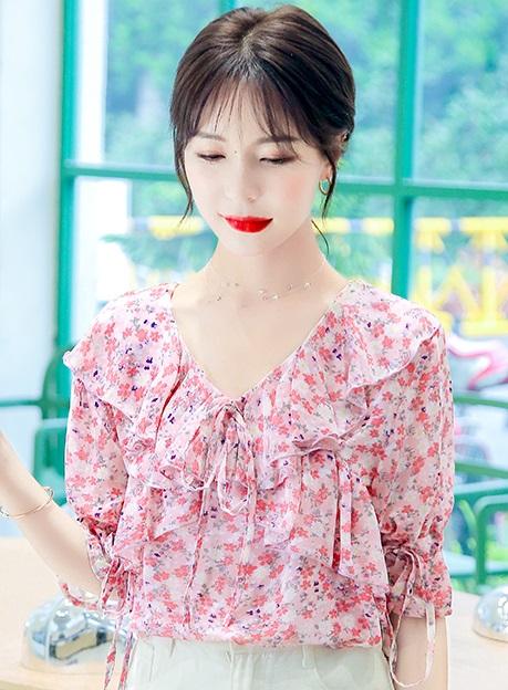 พรีออเดอร์ เสื้อผ้าแฟชัน่ เสื้อลายดอกไม้ เสื้อชีฟองแขนสั้น แต่่งระบายที่คอ คอวี สี ชมพูสด