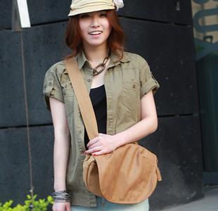 เสื้อผ้าผู้หญิงราคาถูก เสื้อผ้าแฟชั่น กระเป๋าสะพายเท่ มี สีดำ สีเหลือง สีเทา