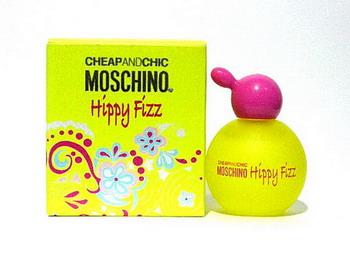 **พร้อมส่ง** MOSCHINO Moschino Cheap Chic Hippy Fizz 4.5Ml กลิ่นหอมแบบน่ารัก สดใส กระปรี้กระเปร่า ในขณะเดียวกันก็ให้ความหวานนิดๆ ของดอกไม้หลายชนิด ตัวนี้ใช้ได้ปลอดภัยในหน้าร้อน สดชื่น สบาย ไม่ฉุนค่ะ