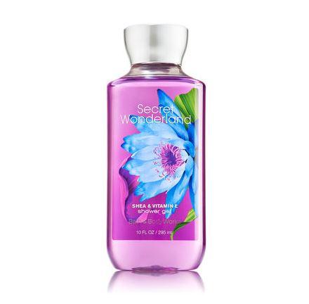 **พร้อมส่ง**Bath & Body Works Secret Wonderland Shea & Vitamin E Shower Gel 295ml. เจลอาบน้ำหอมติดกายตลอดวัน กลิ่นนี้คล้ายน้ำหอมนะคะ มีกลิ่นของผลไม้ กลิ่นจะออกใสๆค่ะ ได้ฟิวส์คล้าย Sweet Pea คิดว่าสาวๆหลายคนที่ได้ลองกลิ่นนี้ คงตกหลุ่มรักกลิ่นนี้ได้