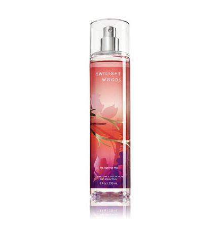 **พร้อมส่ง**Bath & Body Works Twilight Woods Fine Fragrance Mist 236 ml. สเปร์ยน้ำหอมที่ให้กลิ่นติดกายตลอดวัน หอมนุ่มๆประมาณวนิลลาอ่อนๆ ที่ลึกลับเย้ายวนน่าค้นหา เป็นวนิลลาที่หอมสดชื่นไม่เลี่ยนค่ะ