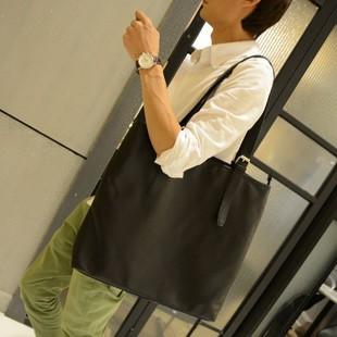 เสื้อผ้าผู้ชายผู้หญิงราคาถูก กระเป๋าแฟชั่น กระเป๋าสะพาย มี สีดำ สีกากี